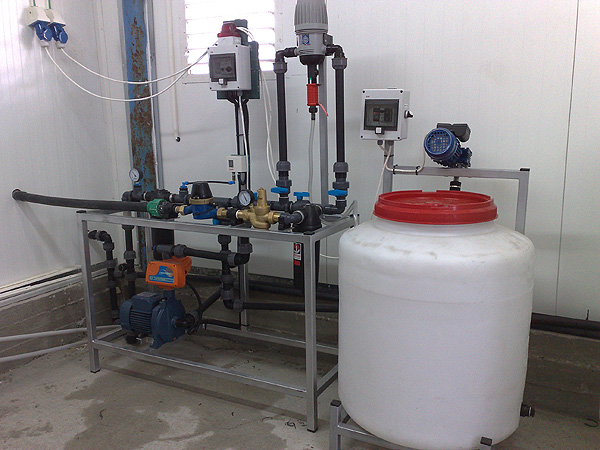 broiler water system with dosage and stirring plasmix